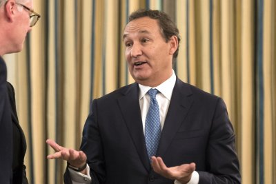 United Airlines CEO Oscar Munoz won't get planned promotion