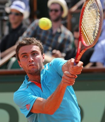 Simon, Janowicz keep up Paris upset trend