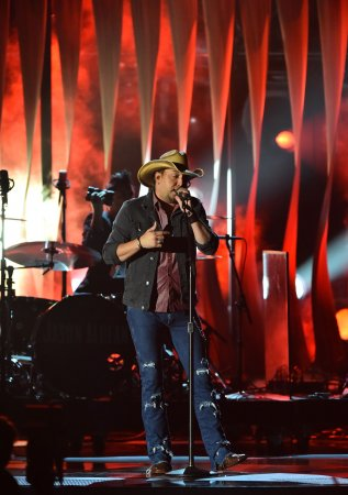 Jason Aldean removes new album from Spotify