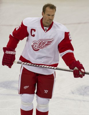 Red Wings' Lidstrom ending 20-year career