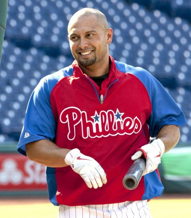 Phillies trade Victorino to Dodgers