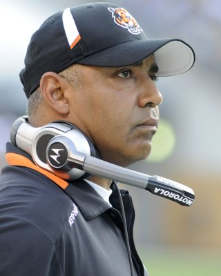 Lewis returns as Bengals head coach