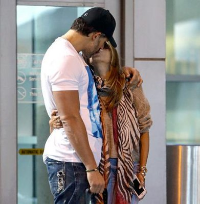 Sofia Vergara spotted kissing Joe Manganiello in Miami ahead of family dinner