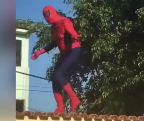 Israeli Spider-Man's demonstration ends with roof-breaking fail