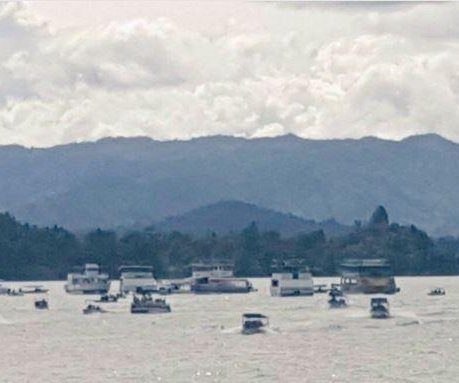 Nine dead after tourist boat in Colombia sinks