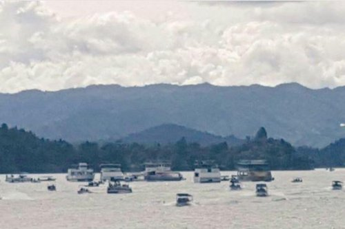 Nine dead after tourist boat sinks in Colombia