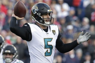Jacksonville Jaguars sign Blake Bortles through 2020
