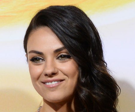 Mila Kunis talks kissing Natalie Portman