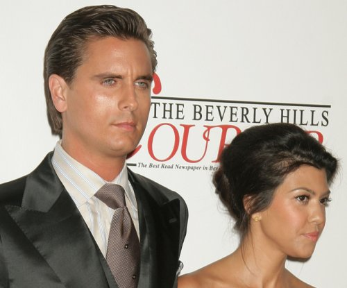 Scott Disick leaves rehab, boards private plane