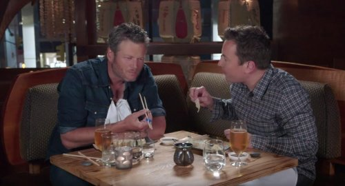 Blake Shelton tries sushi for the first time on 'The Tonight Show'