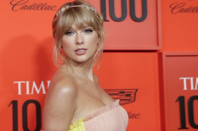 Taylor Swift debuts pink-dipped hair, performs at Time 100 Gala