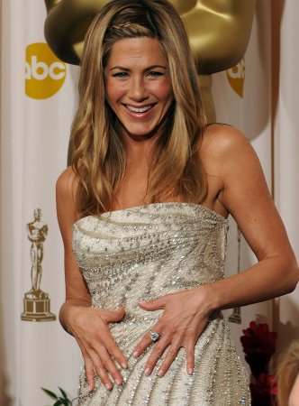 Police: Naked burglar sought Jen Aniston