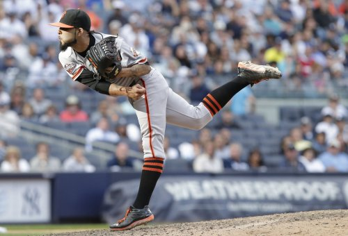 Giants steamroll Rockies
