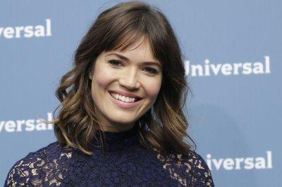 Mandy Moore says Milo Ventimiglia broke news of her Golden Globes nod