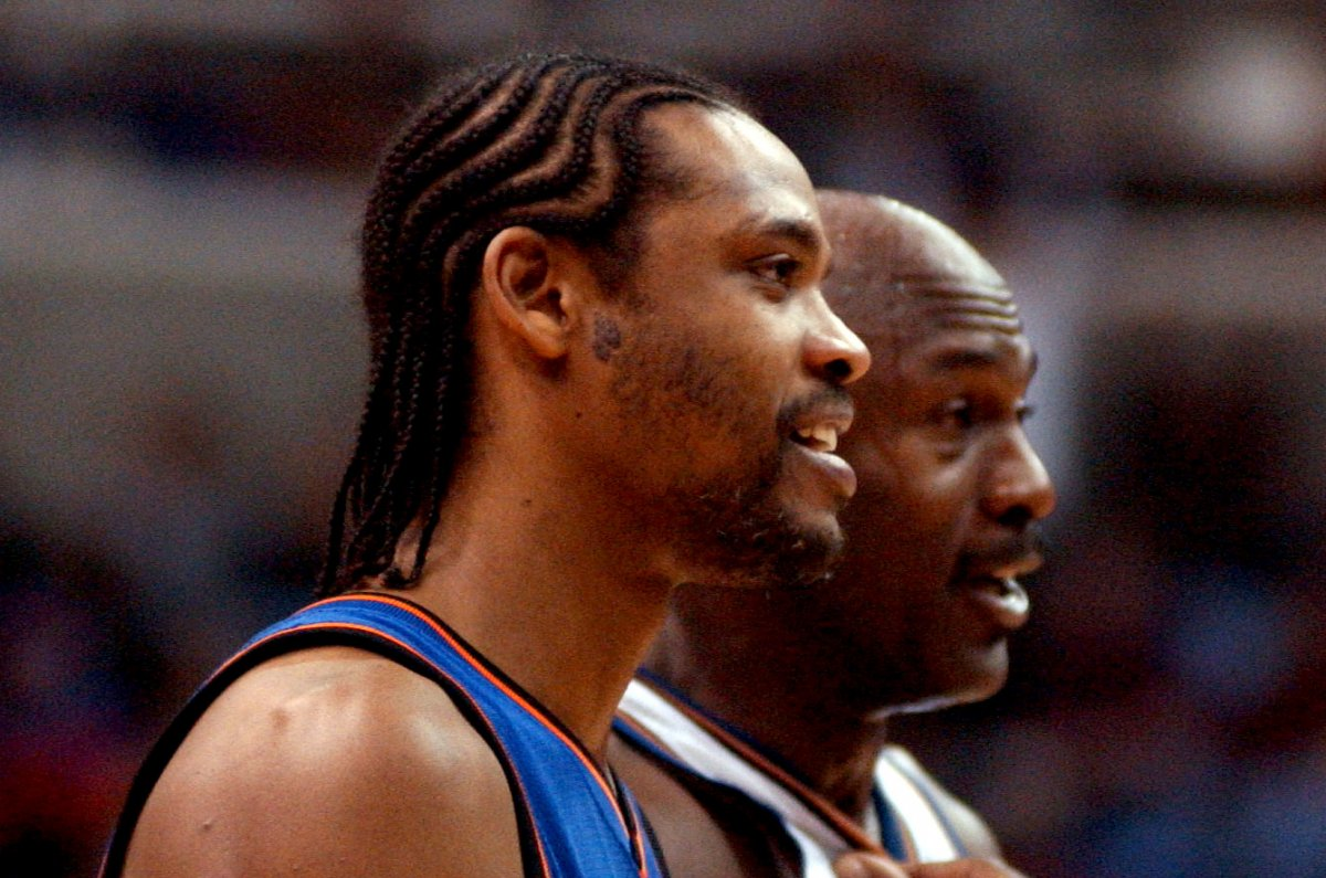 Latrell Sprewell returns to MSG sits next to New York Knicks
