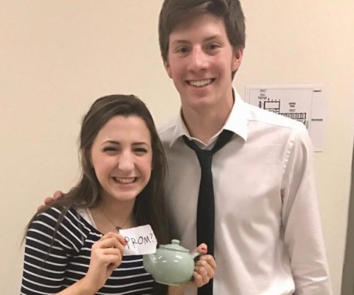 'The Office' fan uses teapot to ask girl to prom