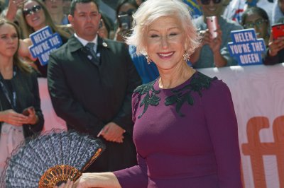 Helen Mirren, Jane Fonda rock the runway during Paris Fashion Week