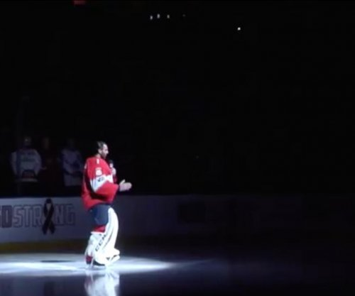 Florida Panthers' Luongo gives moving pregame speech on school shooting