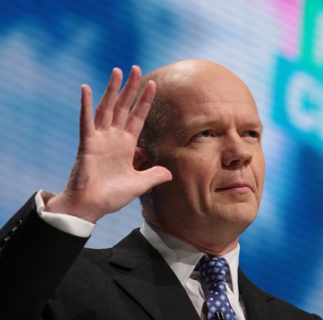 Hague to discuss Iranian nukes in Israel