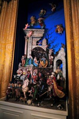 Thomas spanks court on religious displays