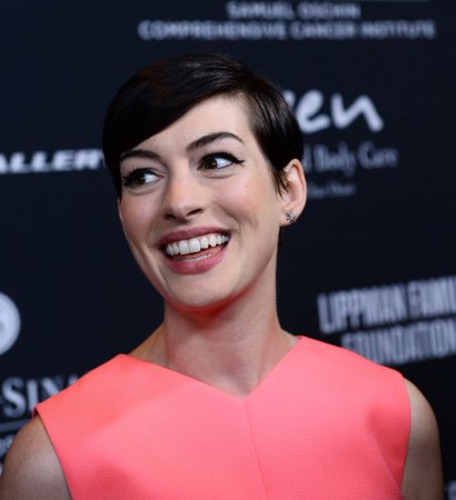 Anne Hathaway leaves bag of dog poop on photographer's car
