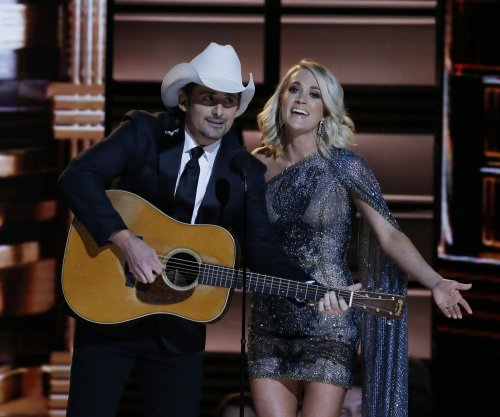 Brad Paisley, Carrie Underwood take aim at politics during CMAs