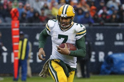 Green Bay Packers QB Brett Hundley breaks longtime passing record