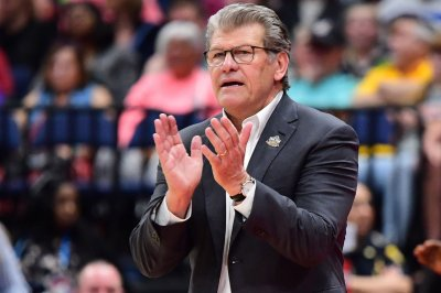 UConn women's basketball coach Geno Auriemma to have surgery Wednesday