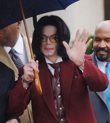 Photographer: M. Jackson looks 'frail'