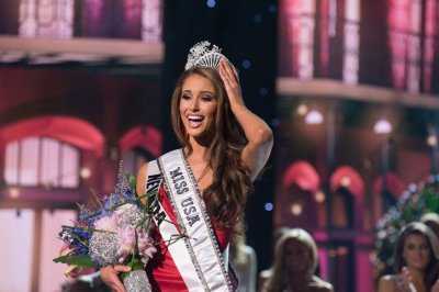 Nia Sanchez is crowned Miss USA