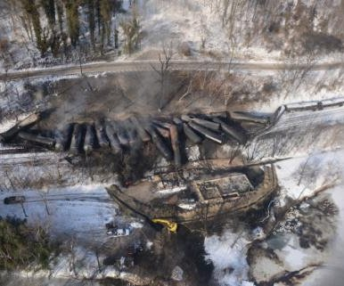 Oil removed from derailed trains in West Virginia