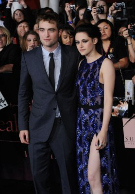 Robert Pattinson says he's still in touch with Kristen Stewart