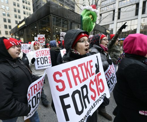 Low-wage workers in Chicago rally for higher statewide minimum wage