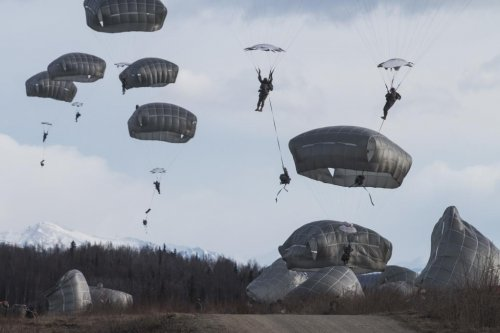 82nd Airborne tests in-flight communication system for paratroopers