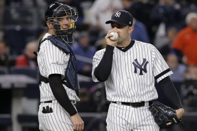 Philadelphia Phillies sign RHP David Robertson to two-year deal