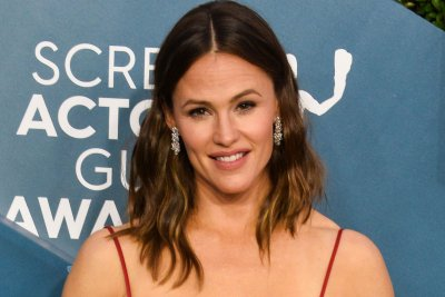Jennifer Garner plays a saxophone on 'Tonight Show: At Home Edition'