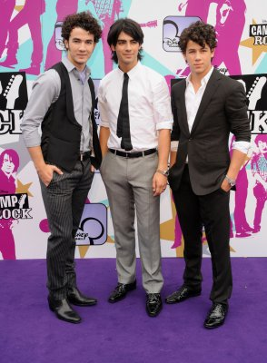 Jonas Bros. to star in 'Farting Dog' film