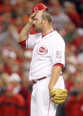 Broxton signs three-year deal with Reds