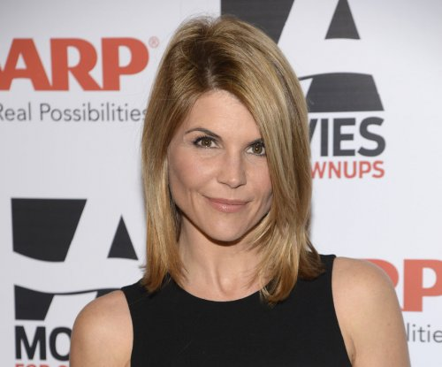 Lori Loughlin is officially signed on for 'Fuller House'
