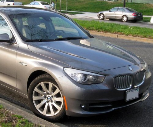 BMW remotely locks suspect inside stolen vehicle