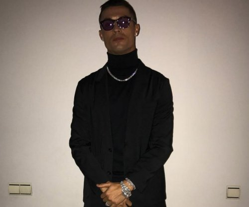 Cristiano Ronaldo shows off all-black-everything outfit before El Clásico