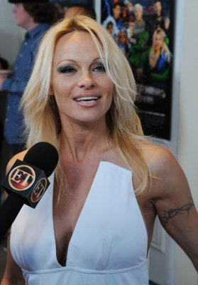 Pamela Anderson officially U.S. citizen