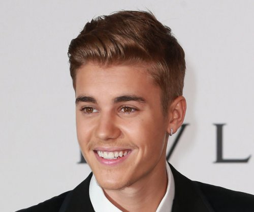 Watch Justin Bieber lip synch and dance to Carly Rae Jepsen