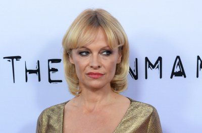 Pamela Anderson and Rick Salomon officially divorced