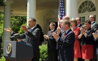 Obama imposes fuel efficiency on Detroit