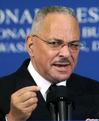 Former Obama pastor resigns from ed panel