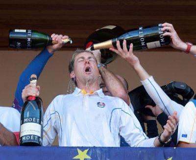 Poulter wins Hong Kong Open