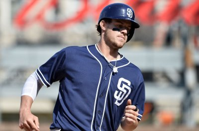 Squeeze bunt helps San Diego Padres beat Philadelphia Phillies