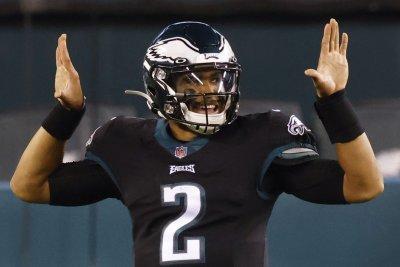 Fantasy football playoffs: Mahomes, Hurts top Week 16 quarterback rankings