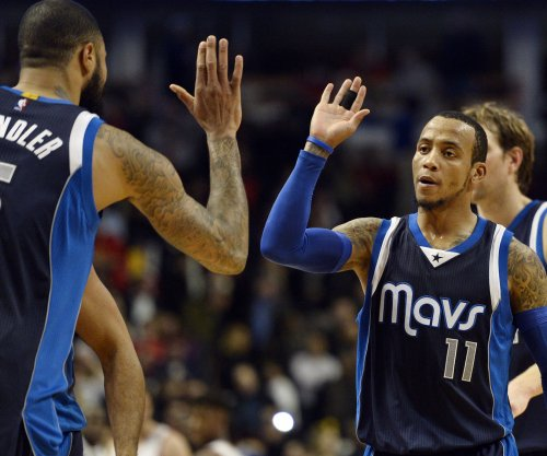 Dallas Mavericks stay alive vs. Houston Rockets